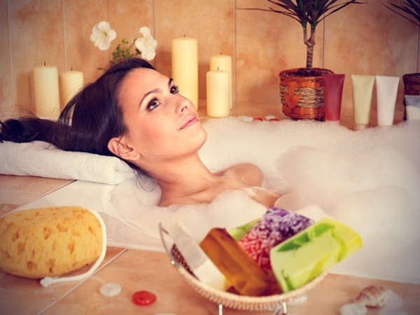 bubble-bath-with-natural-soaps (1)